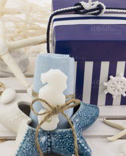 stella marina piccola con salvietta con saponetta con scatola spacco a righe blu e bianca con nastrino linea nautico ad emozioni
