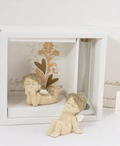 angioletto seduto e angioletto sdraiato con scatola linfinito