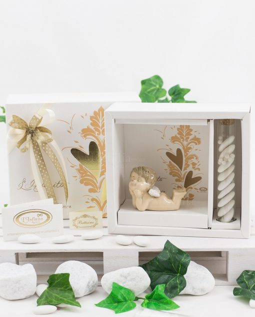 bomboniera angioletto sdraiato porcellana con scatola e confetti linfinito