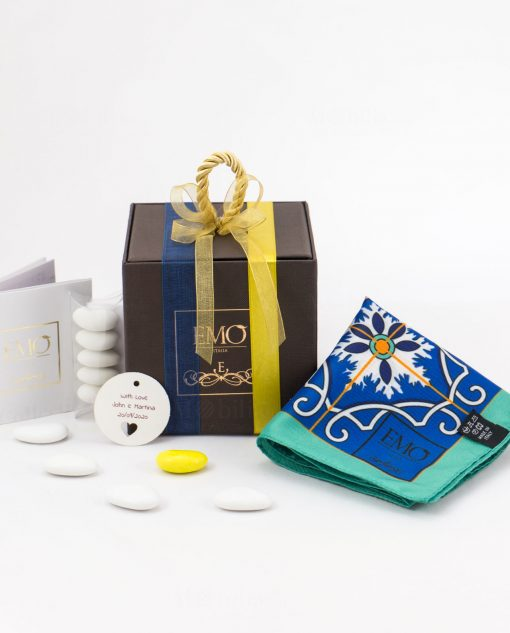bomboniera foulard con nastro blu e nastro giallo art collection linea azalejos emò italia