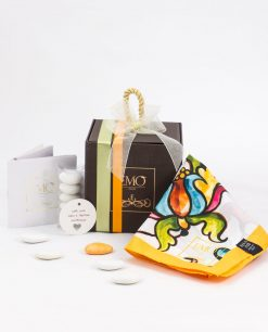 bomboniera foulard giallo con motivi floreali scatola con doppi nastri e targhetta art collection linea costiera emò italia