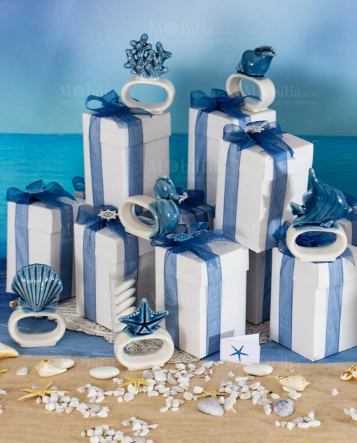 bomboniera legatovagliolo soggetti marini assortiti bianco e blu linea oceano ad emozioni