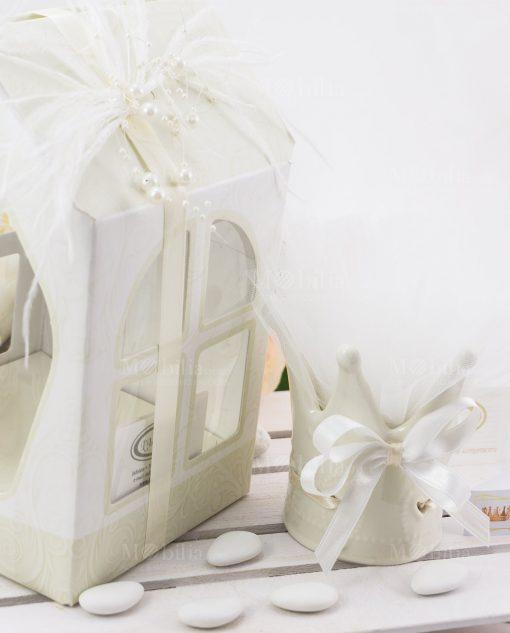 bomboniera lusso corona con scatola cartoncino bianca e avorio con piume e perline linfinito