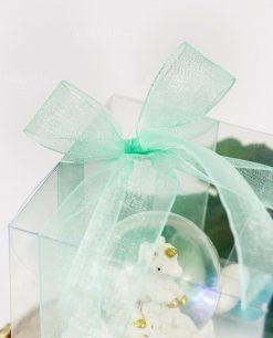 bomboniera palla di neve con unicorno dettaglio fiocco tiffany su scatola