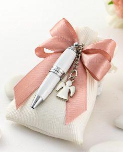 bomboniera penna bianca con ciondolo angelo su sacchetto bianco rigato con fiocco a 4