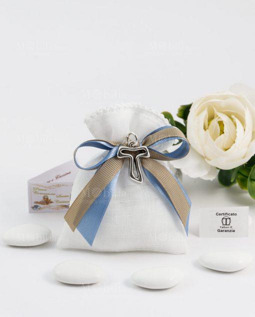 bomboniera sacchettino bianco portaconfetti con doppio fiocco azzurro e tortora e ciondolo croce tao argento tabor