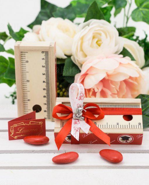 bomboniera scatolina portaconfetti legno con righello fiocco rosso allpicazione tocco metallo argentato