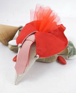 cono portaconfetti colletto con cravatta rossa e bianca a righe con tulle rosso cherry and peach