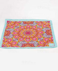 foulard celeste e rosa con decori geometrici art collection linea kaleidos emò italia