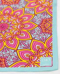 foulard con decori geometrici celeste rosa e giallo art collection linea kaleidos emò italia