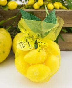 sacchetto rete giallo con saponette profumate limoni i profumi della sicilia