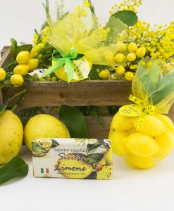 saponetta vegetale limone con carta sacchetto rete giallo con saponette limone
