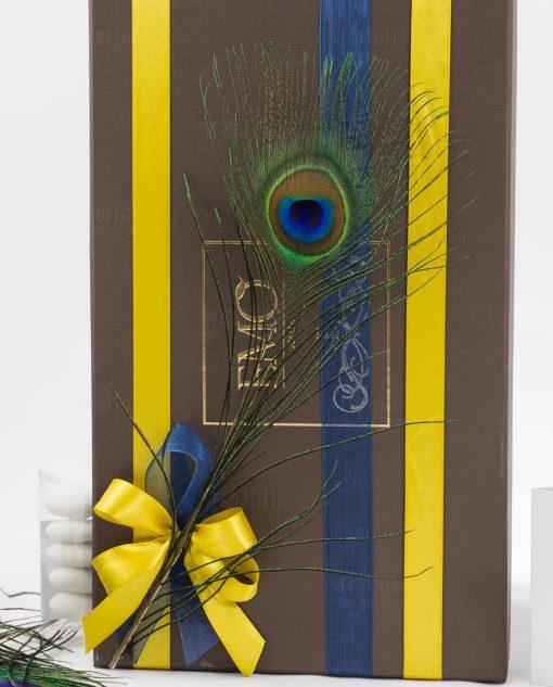 scatola bomboniera lusso con doppi nastri e piuma pavone tubicino art collection emò
