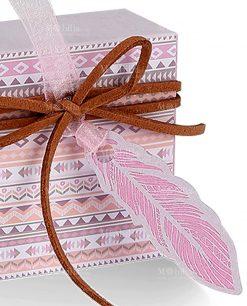 scatola portaconfetti disegni tribali eapplicazione piuma di cartoncino