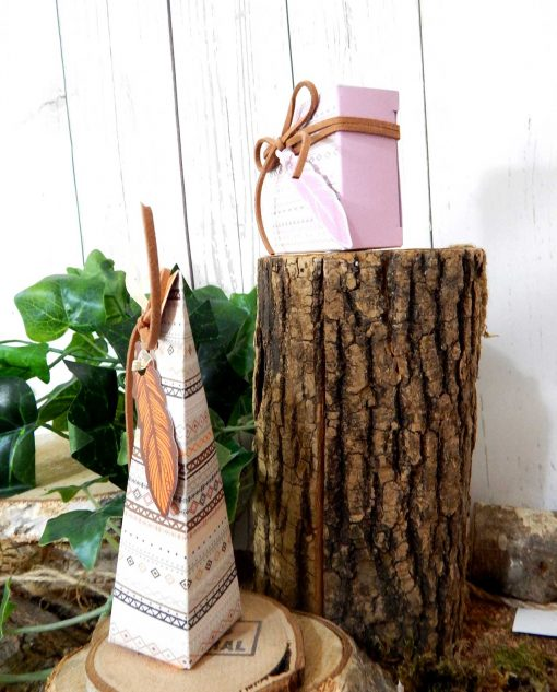 scatola tribale con piuma cartoncino