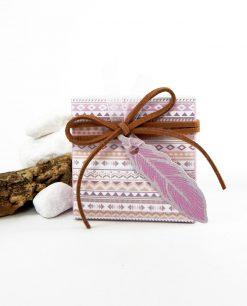 scatolina con piuma cartoncino rosa