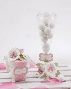 scatolina trasparente portaconfetti con fiori bianchi flute con confetti con fiore bainco linea blush rdm design