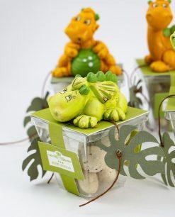 sculturina dinosauro accovacciato su scatolina trasparente con confetti uovo rdm design