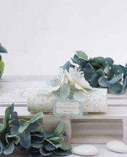 segnaposto cartoncino bicolore con fiori e confetti tondi linea sweet memory rdm design