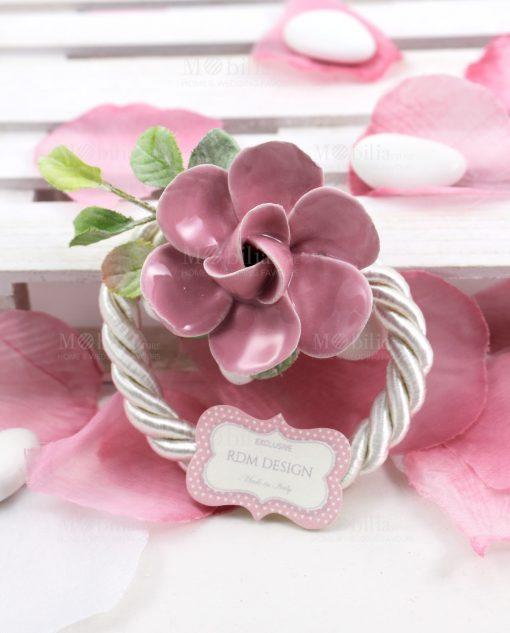 segnaposto legatovagliolo con fiori rosa porcellana capodimonte linea blush rdm design