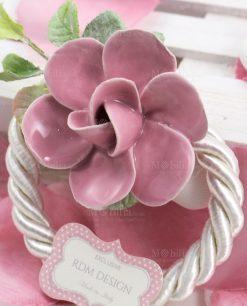 segnaposto legatovagliolo dettaglio fiore rosa porcellana capodimonte linea blush rdm design