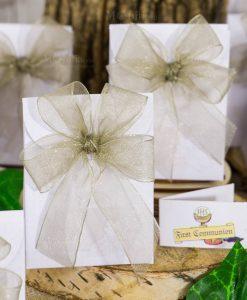 bomboniera bustina bianca portaconfetti con fiocco a 4 organza