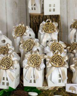 bomboniera casetta bianca con applicazione albero della vita legno