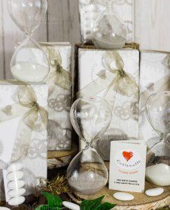 bomboniera clessidra vetro con sabbia bianca e grigia cuorematto