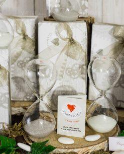 bomboniera clessidra vetro sabbia grigia e bianca cuorematto