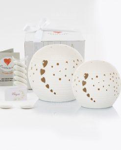 bomboniera lampada led sfera bianca piccola e grande con cuoricini con scatola cuorematto