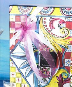 bomboniera linea baroque and rock sicily pink fiiocco a 4 rosa e bianco baci milano