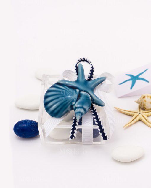 bomboniera magnete calamita stella marina e conchiglie su scatolina trasparente ovc con nastro bianco e cordoncino