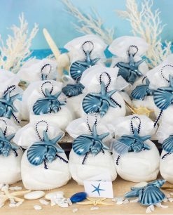 bomboniera magnete conchiglia e stella marina su sacchettino bianco puff con cordoncino