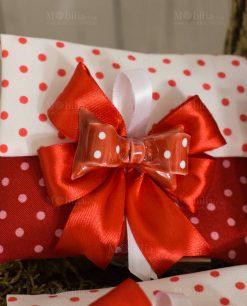 bomboniera magnete fiocco rosso a pois su sacchetto bustina portaconfetti rosso e bianco