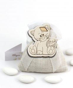 bomboniera magnete legno gattino con palla su sacchetto cuorematto