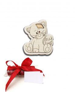 bomboniera magnete legno gattino con palla su tubicino confetto e nastro rosso cuorematto