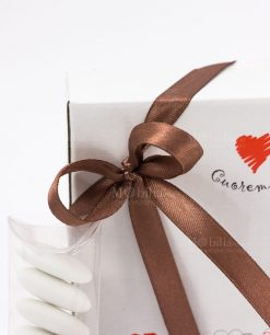 bomboniera portatelefono legno cuore matto dettagliio fiocco marrone