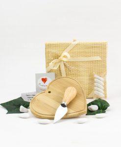 bomboniera tagliere legno bamboo cuore con coltellino da formaggio con scatola cuore matto