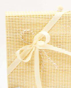 bomboniera tagliere legno bamboo cuore matto dettaglio fiocco