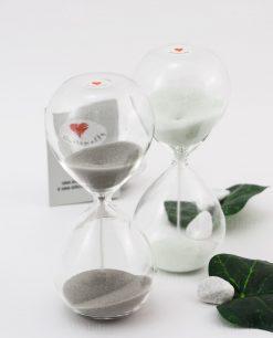 clessidra vetro con sabbia bianca e grigia cuore matto
