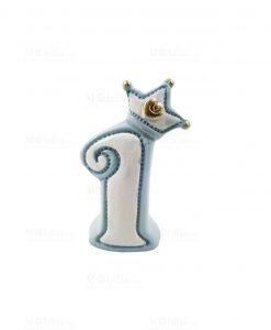 oggetto a forma di numero 1 azzurro con corona