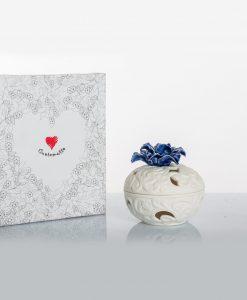 porta pot pourri bianco porcellana bisquit con fiore blu cuore matto