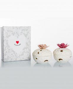 porta pot pourri bianco porcellana bisquit con fiori rosa e prugna assortiti cuore matto
