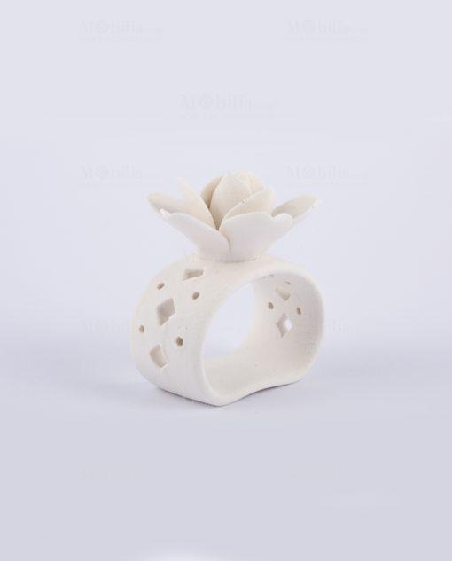 portatovaglioli bianco traforato con rosa bianca