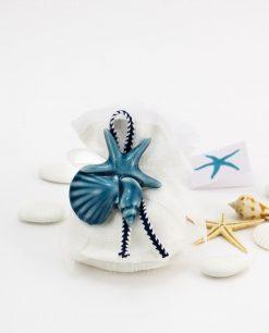 sacchetto confezionato bianco con nastro applicazione calamita tema mare blu