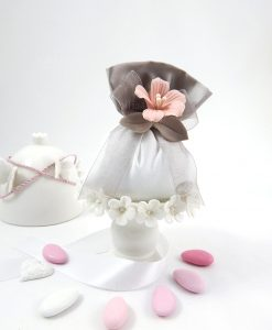 sacchetto portaconfetti bianco e tortora con fiore rosa ceramica linea penelope cherry and peach