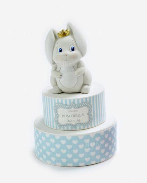 scatola torta portaconfetti azzurra con cuoricini sculturina coniglietto con corona linea petit lapin rdm design