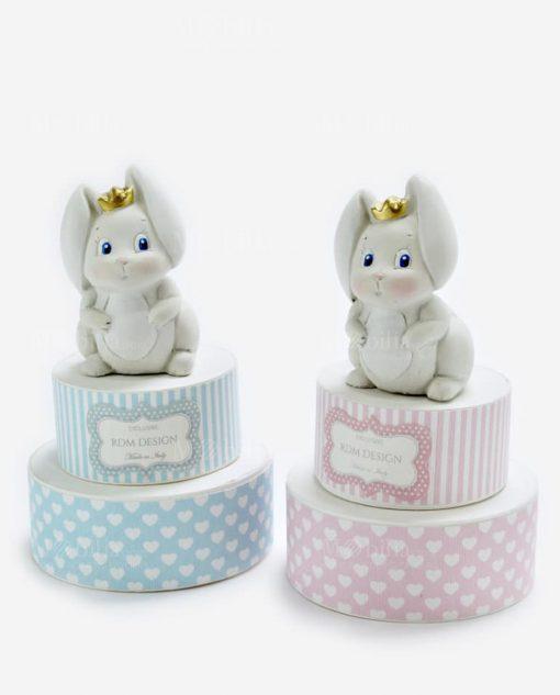 scatola torta portaconfetti rosa e azzurra con cuoricini sculturina coniglietto con corona linea petit lapin rdm design