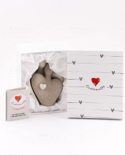 scultura coppia innamorati con cuore ceramica con scatola cuorematto