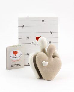 scultura coppia innamorati con cuore ceramica cuorematto